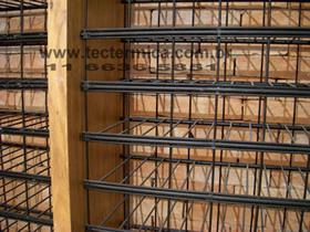 Estante para garrafas de vinho em arame e madeira, modelo MAQR